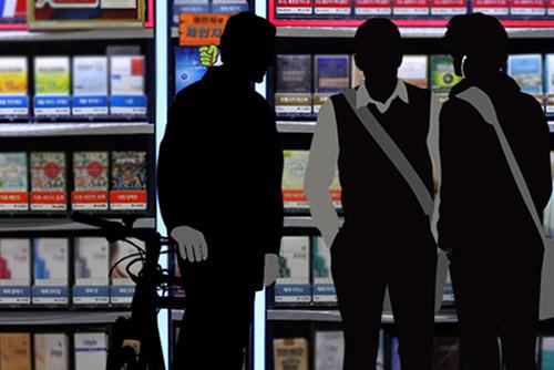 """흡연 청소년 2명 중 1명 """"편의점·가게서 담배 직접 샀다"""