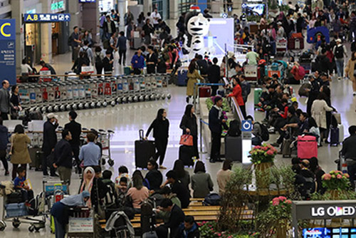 지난해 출입국 이동 140만9천명…사상 최대