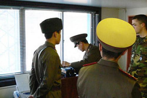 Mở lại đường dây điện thoại giữa quân đội Bắc Triều Tiên và Bộ Tư lệnh Liên hợp quốc