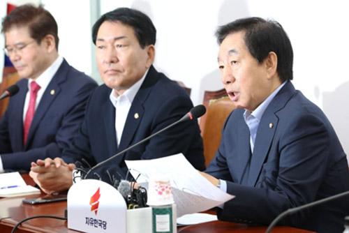 """김성태 """"문재인정부, 립서비스 정치에 경제 멍들어"""""""
