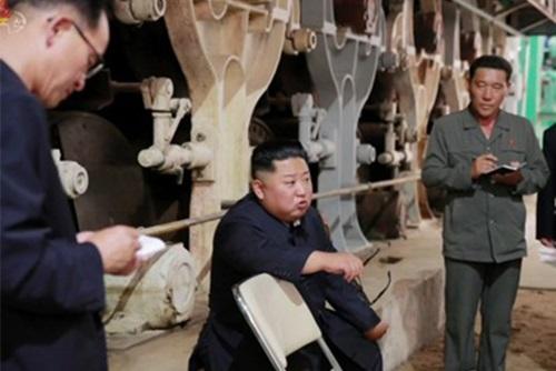 """북한 신문 """"내각은 경제사령부…공장·기업소 장악해야"""""""