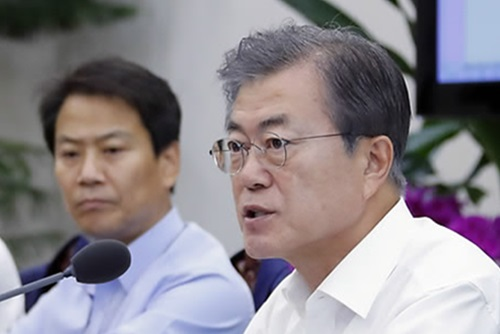 Moon Apologizes for Failing to Keep Minimum Wage Promise