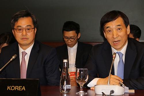 金东兖和李柱烈时隔3个月再次会晤 讨论各项经济问题