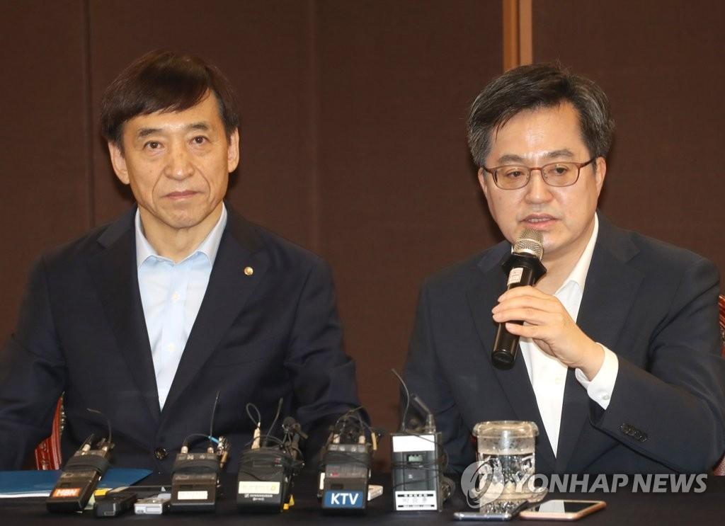 Finanzminister und Notenbankchef diskutieren über Handelskrieg und Mindestlohn