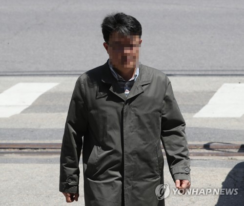 Probe Team Raids Home of Kim Kyoung-soo