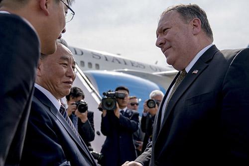 """""""폼페이오, 핵 리스트·시간표 요구…북한, '종전선언 선행' 맞서"""""""