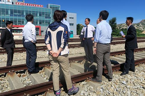 Hàn Quốc và Bắc Triều Tiên bắt đầu khảo sát chung tuyến đường sắt dọc biển Đông