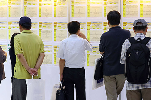 Über 55-Jährige verließen mit 49,1 Jahren langjährigen Arbeitgeber