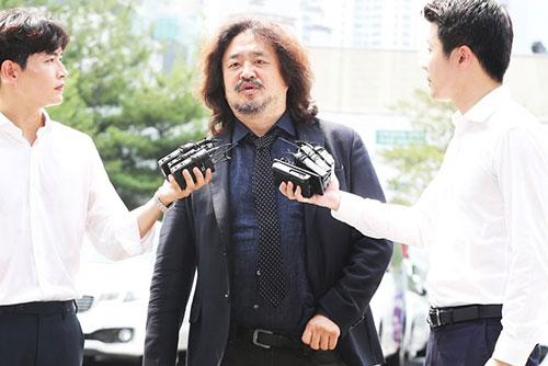 '이재명 여배우 스캔들 의혹' 김어준 경찰 출석…4시간 30분 조사
