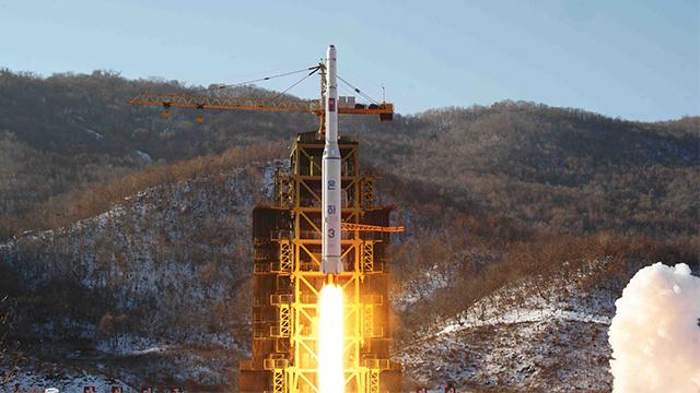 كوريا الشمالية تبدأ في تفكيك موقعها الرئيسي لاختبار الصواريخ