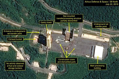 """""""Bắc Triều Tiên bắt đầu phá dỡ bãi phóng vệ tinh khu vực biển Tây"""""""
