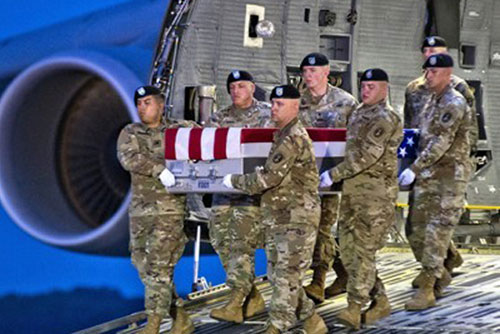 Pentagonbeamte besuchen für Entgegennahme von Gebeinen gefallener Soldaten aus Nordkorea Seoul