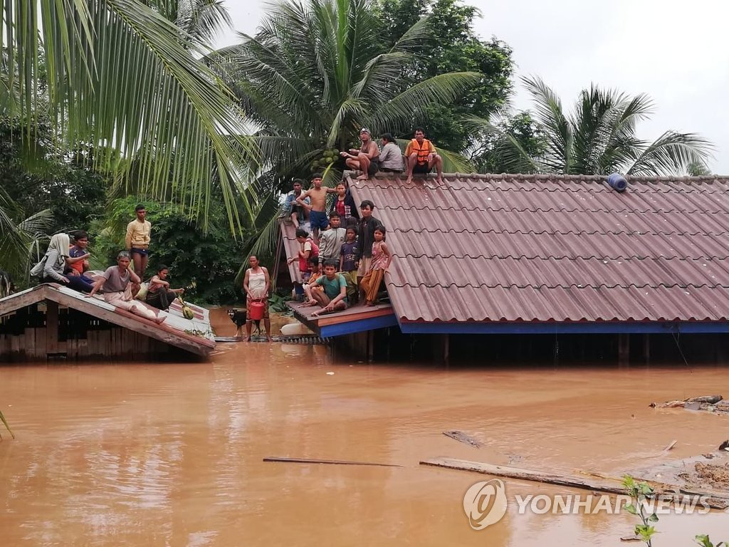 Moon Instructs Assistance of Rescue Efforts in Laos