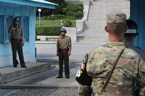 Bộ Quốc phòng xúc tiến rút thí điểm binh lực và vũ khí khỏi trạm gác ở DMZ