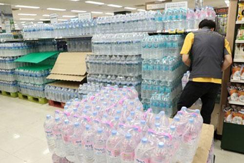 계속되는 폭염에 생수업계 매출 '쑥쑥'