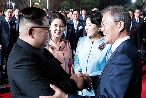 韓国政府 仲立ちの交渉案づくりに