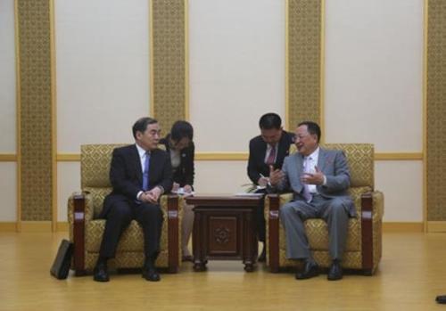 Viceministro de Exteriores chino se reúne con diplomáticos norcoreanos