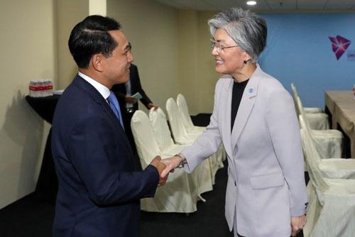 Außenministerin wirbt am Rande von Regionalforum in Singapur für Denuklearisierung Nordkoreas