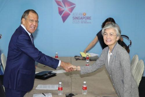 Außenministerin trifft Amtskollegen aus Russland und Japan