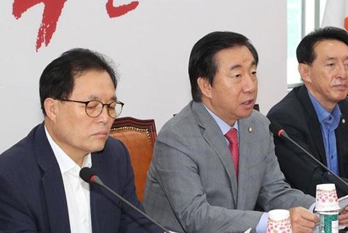 أحزاب المعارضة تنتقد الحكومة بسبب واردات غير قانونية من الفحم الكوري الشمالي