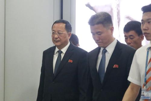 '핵지식 보존' 주장 리용호, 귀국길 올라…질문에 무응답