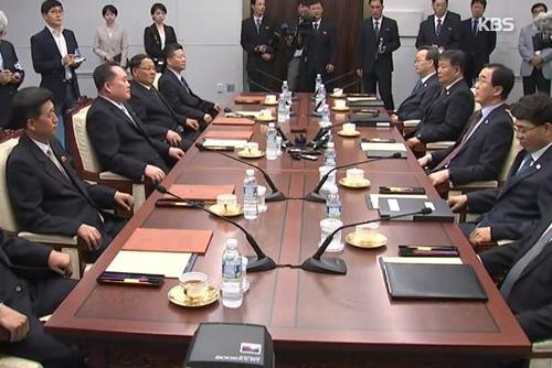 青瓦台不排除在平壤以外地区举行第三次南北韩首脑会谈的可能性