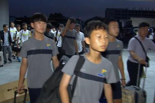 유소년축구 방북단 평양 도착... 평양도 '폭염'