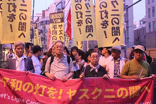 한일 시민단체, 야스쿠니 인근 촛불 행진…우익 방해 여전