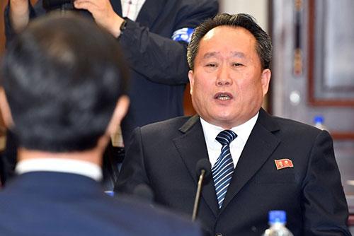"""북한 리선권 """"남북 정상 평양 상봉 논의"""""""