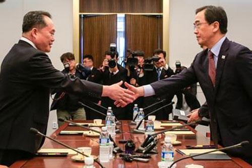 """남북, 고위급회담...북한 리선권 """"남북 정상 평양 상봉 논의"""""""