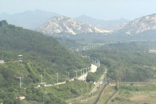 离散家属团聚活动韩方先遣队抵达金刚山 为活动做准备