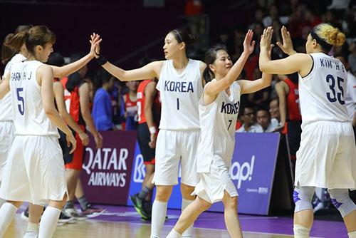 アジア大会 南北合同チームがバスケで初勝利