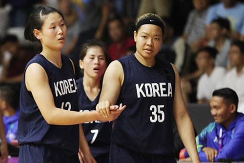 [아시안게임] 로숙영·김한별 분전에도…여자농구 단일팀, 대만에 석패