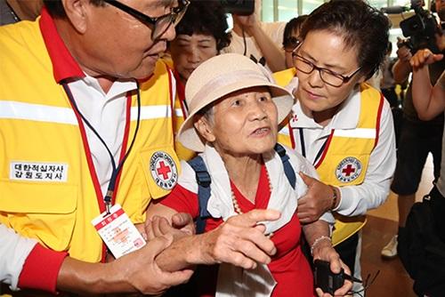 Réunion de familles séparées : des retrouvailles attendues depuis 65 ans