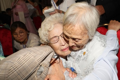 War-Separated Families from Two Koreas Reunite