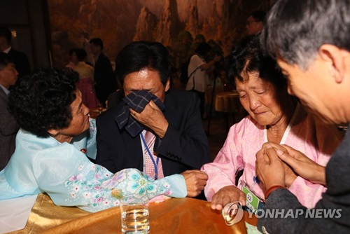 1st Day Session of Inter-Korean Family Reunions Wraps up