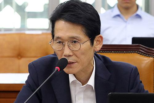"""정의당 신임 원내대표에 윤소하 의원…""""원내 정책기조 이어갈 것"""""""
