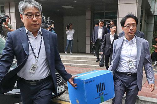 """""""헌재 평의마저 보고 대상""""...현직 판사 2명 압수수색"""