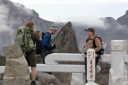 Bắc Triều Tiên cho phép khách nước ngoài cắm trại tại núi Baekdu