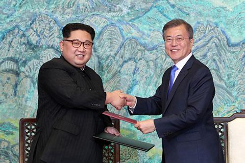 """북한통신, 이산가족 상봉일에 """"판문점선언 이행의지 시종일관"""""""