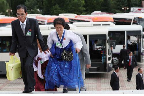 Peserta Reuni Keluarga Terpisah Antar-Korea Memiliki Waktu Pertemuan Pribadi