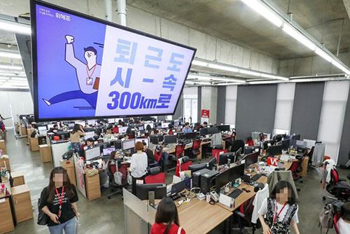 300인 미만 사업체 취업자, 8년반 만에 첫 마이너스
