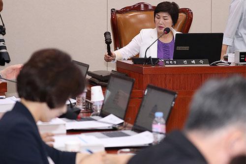 """국회 여성가족위원들, '미투 법안' 조속히 심사해달라"""""""