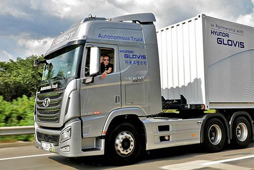 현대차, 국내 최초 대형트럭으로 고속도로서 자율주행 성공
