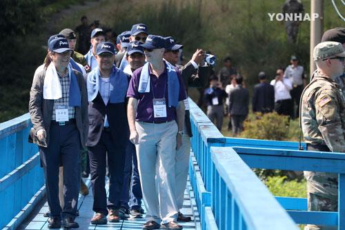 48개국 주한 외교관들, 판문점 방문 평화 기원