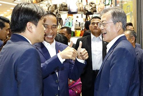 Presidentes de Corea del Sur e Indonesia visitan el centro comercial DDP