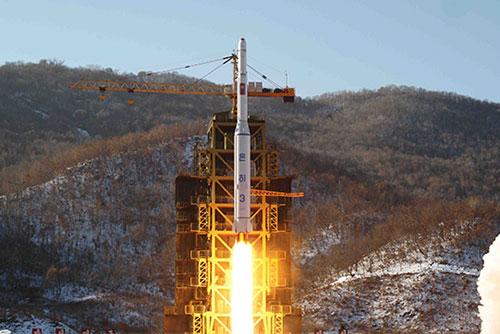 """VOA """"북한 서해 위성 발사장 해체, 8월 중순 이후 진전 없어"""""""