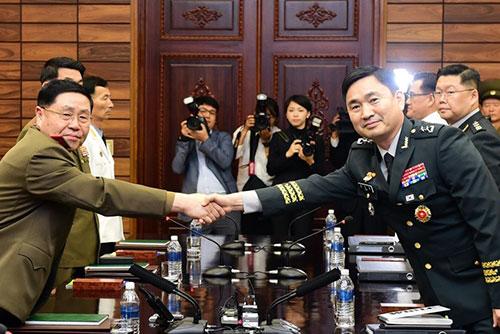Юг и Север проводят  переговоры по военным вопросам на рабочем уровне