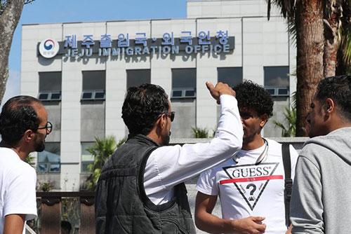 済州島のイエメン難民 23人に滞在許可