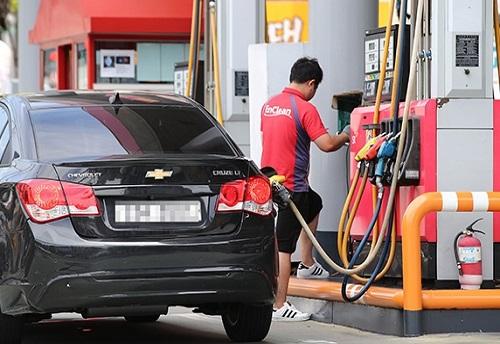 Hàn Quốc lần đầu giảm thuế xăng dầu sau 10 năm